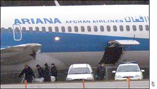 Police prepare to search hijacked plane