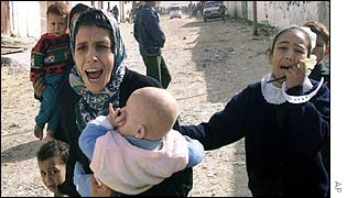 Civilians flee Israeli bombing in Gaza