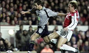 Arsenal's Ray Parlour tackles Lee Hendrie