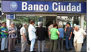 Queue outside Banco Ciudad in Buenos Argentina