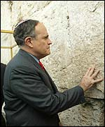 New York Mayor Rudolph Giuliani at the Western Wall