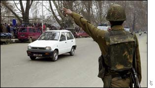 Policeman stops car in Srinagar