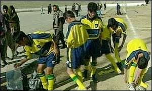 Pamir's players try on their new kit