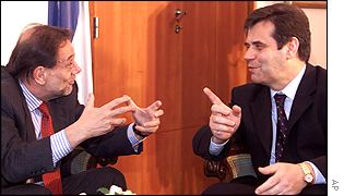Javier Solana (l) at talks with President Vojislav Kostunica