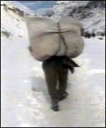 Afghan tramps through snow