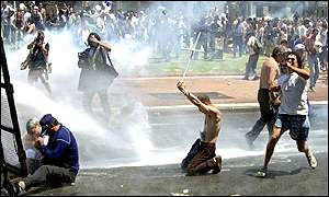 Demonstrators are sprayed with water cannon in Buenos Aries