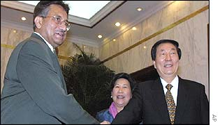 President Pervez Musharraf with Chinese Premier Zhu Rongji during his state visit to Beijing