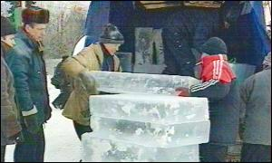 Vyugovey-2002 ice and snow festival: more ice blocks needed