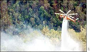 Helitanker drops water on fires north of Sydney