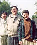Mayor Wei Li Gang (centre), William Wainman (left) and his father-in-law