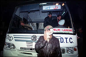 The first bus leaving Delhi for Lahore, 1999