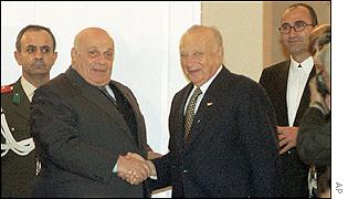 Rauf Denktash (left) and Glafcos Clerides during the December talks