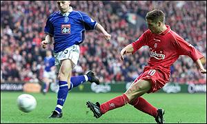 Michael Owen scores Liverpool's second goal
