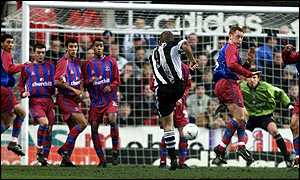 Alan Shearer blasts Newcastle's opener past the Palace wall