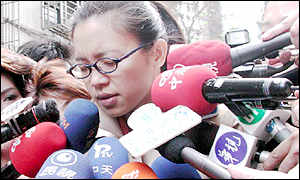 Chu Mei-feng talks to reporters [Photo by Henry Tan]