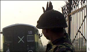 An Indian border soldier bids goodbye to Pakistani passengers
