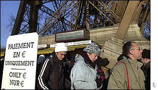 Queue at the Eiffel tower