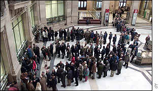 Queue for euro cash in Madrid