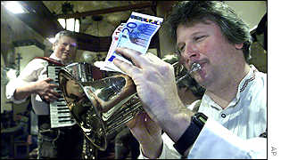Trumpeter in Munich beer hall