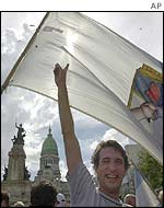 Supporters of Eduardo Duhalde wave the Peronist flag outside Congress