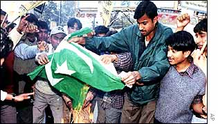 Demonstrators burning Pakistani flag