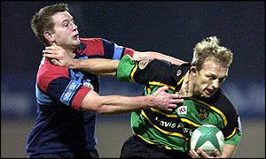 Northhampton's Matt Dawson hands off Glasgow's Andy Henderson