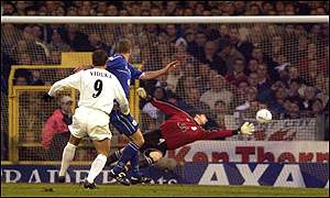 Viduka puts Leeds ahead in the first half