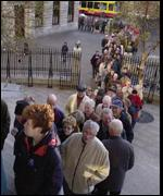 Long queues at the central bank for europhiles