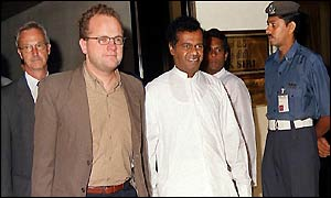 Norwegian Deputy Foreign Minister, Vidar Helgesen (2nd left) with Sri Lanka's Deputy Foreign Minister, Lal Gamage