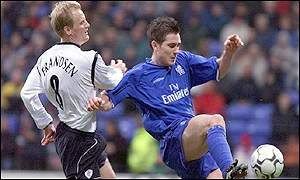 Per Frandsen and Frank Lampard battle for possession at the Reebok