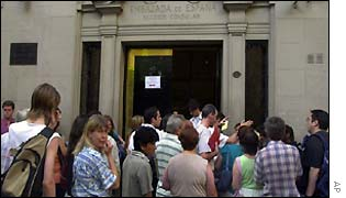 Argentines queue outside Spanish Consulate
