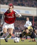 Freddie Ljungberg rounds Jerzy Dudek but pulled his shot wide