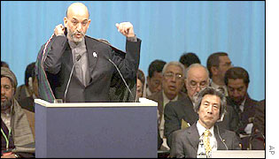 Hamid Karzai (left) and Japanese Prime Minister Junichiro Koizumi