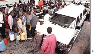 Petrol queues in Harare