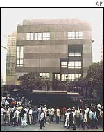 Crowds gather around American Center, Calcutta