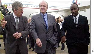 British FM Jack Straw (far-left), French FM Hubert Vedrine (centre), Rwandan FM Bumaya Andre