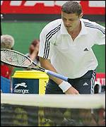 Marat Safin loses his cool