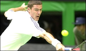 Marat Safin makes a backhand return