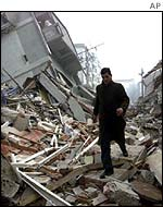Damage caused by a quake in Duzce in November 1999