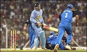 Sourav Ganguly is stumped by James Foster