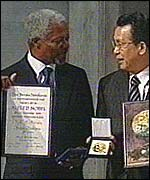 UN Secretary General Kofi Annan (left) with Nobel Peace Prize
