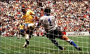 Pele sees a shot saved by Enrico Albertosi in the 1970 World Cup final