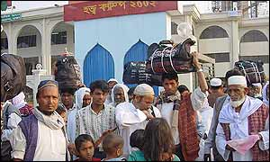 Pilgrims milling about the Hajji Camp in Dhaka