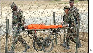 US soldiers with prisoner at Guantanamo Bay