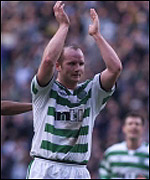 John Hartson celebrates his goal