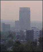 Mexico City shrouded in smog