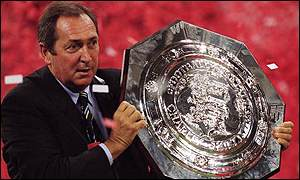 Liverpool's Gerard Houllier with the Charity Shield