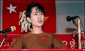 Aung San Suu Kyi speaking to supporters in 1997