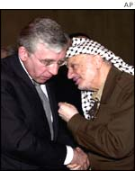 UK Foreign Secretary Jack Straw and Palestinian leader Yasser Arafat