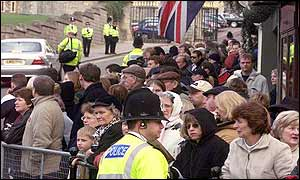 Crowds outside the gates of Windsor Castle